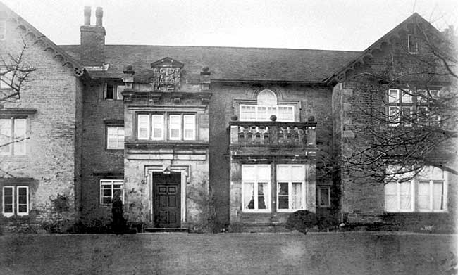 Broxtowe Hall in the 1920s. The Hall dated from the mid-17th century and was demolished in 1937.