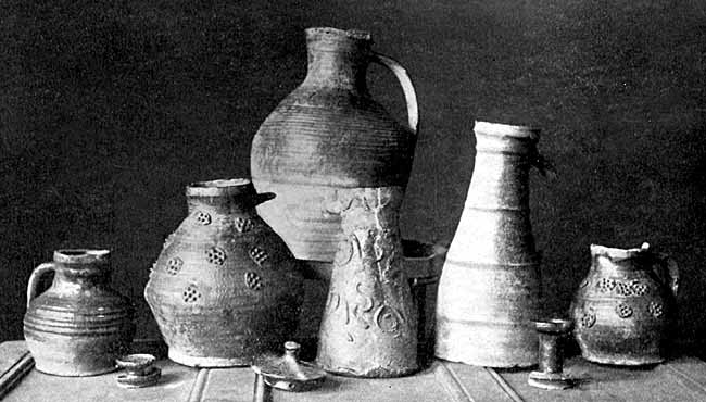 GROUP OF POTTERY FOUND IN NOTTINGHAM.