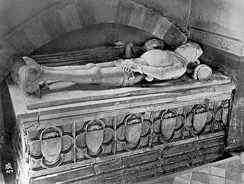 Tomb of Sir Robert Gouxhill (1403), Hoveringham church.